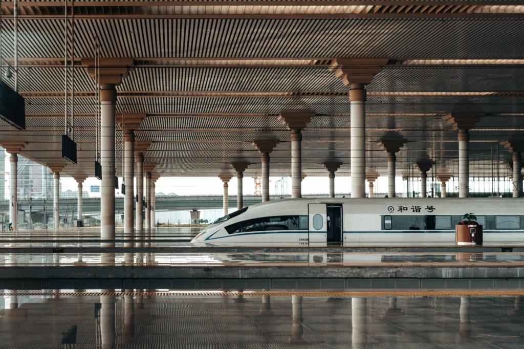 Китайский вокзал со скоростным поездом