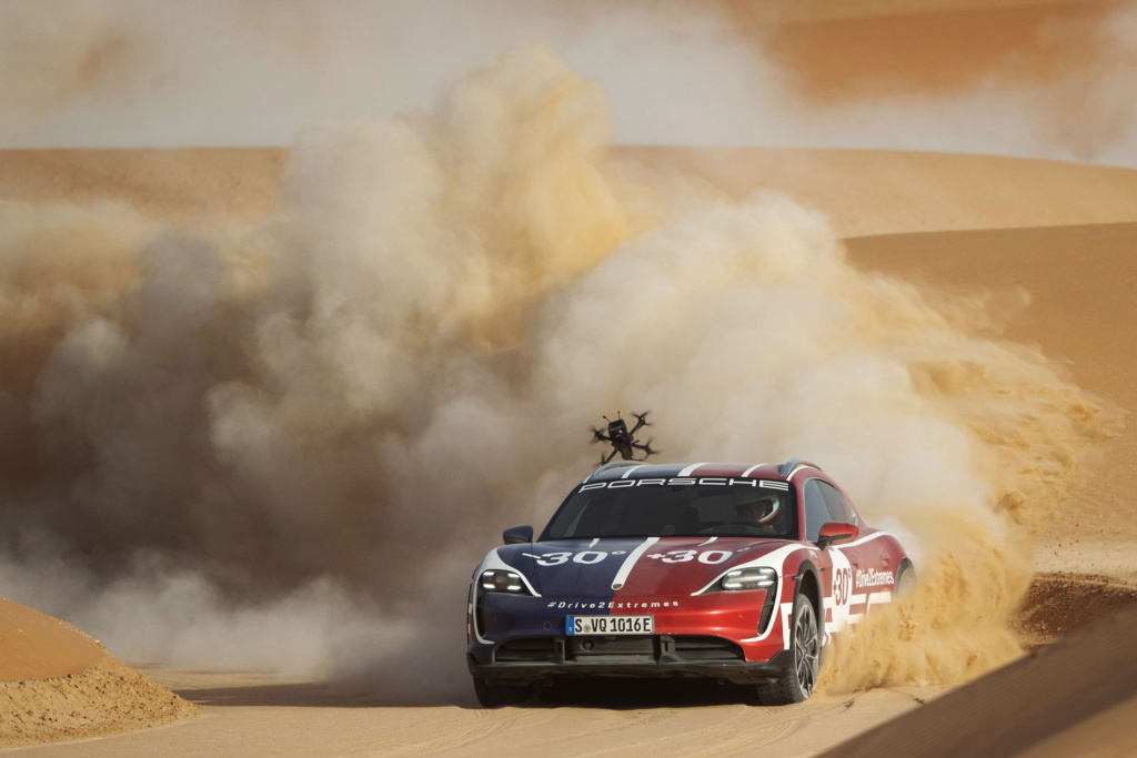 Porsche Taycan Cross Turismo & Jonny FPV
